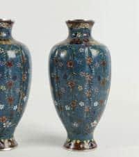 Paire de vases en cloisonné décor floral