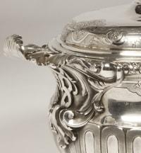 Orfèvre PUIFORCAT - Terrine couverte en argent et sa doublure