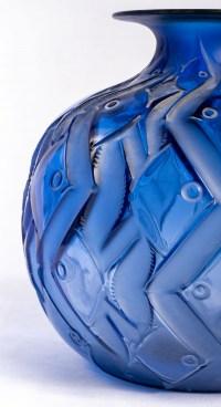 """Vase """"Penthièvre"""" verre bleu saphir de René LALIQUE"""