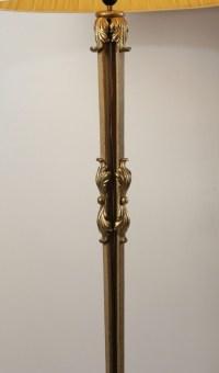 Très beau lampadaire en fer forgé peint et doré du début du XXème siècle.