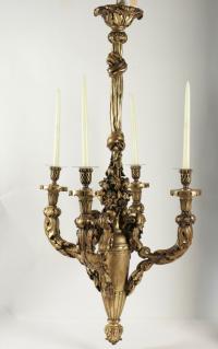 Lustre en bois sculpté et doré du XIXème siècle pour l'utilisation de l'éclairage à la bougie, 4 bras, 4 bougies.