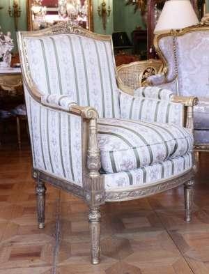 Bergère 19ème siècle de style Louis XVI en bois doré