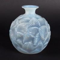 Vase « Ormeaux » verre opalescent patiné bleu gris de René LALIQUE