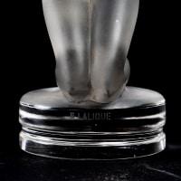 """Mascotte """"Chrysis"""" verre blanc de René LALIQUE"""