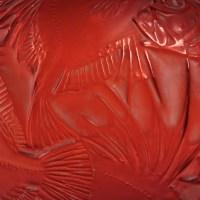 """Vase """"Poissons"""" verre rouge double couche patiné blanc de René LALIQUE"""