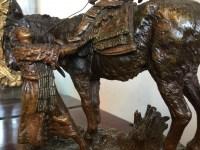 """Bronze à patine dorée de CARL KAUBA, """"âne et enfants"""" sur son socle de pierre. Ref: 334"""