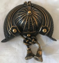 Petit casque de Samouraï en bronze à double patine. Réf: 333.