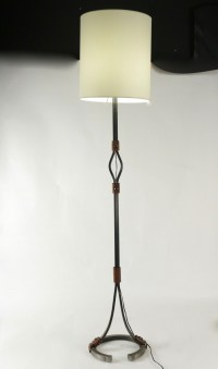 Lampadaire des années 1960 en fer forgé et cuir, la bas formant un fer à cheval.