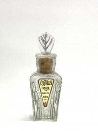 """Flacon """"Cigalia"""" pour Roger et Gallet verre blanc patiné gris de René LALIQUE"""