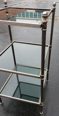 1970' Bout de canapé carré 3 plateaux avec vitres teintées bleuté 32 X 32 cm