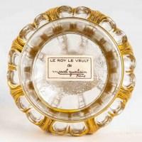 """Flacon Couronne """"Le Roy le Veult"""" verre blanc émaillé doré de Marcel GUERLAIN"""