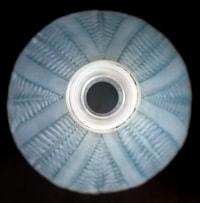 Vase « Acacia » verre opalescent triple couche patiné bleu de René LALIQUE