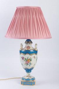 Lampe en porcelaine de Sèvres de style Louis XV 19e sicèle