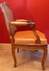 Paire de fauteuils d'époque Régence en bois naturel estampillés Jean Avisse