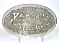 """Plaque Publicitaire """"Parfums Roger et Gallet"""" verre blanc patiné gris de René LALIQUE"""