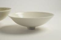 Jacques Buchholtz - 2 porcelaines à glacure blanche et jaune. Vers 1980