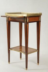 Petite table Louis XVI, Marbre, bronze et bois de rose
