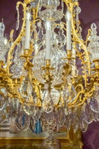 Lustre baccarat en bronze doré et cristal taillé