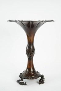 Large japanese Bronze Vase - Signed Hidemitsu