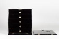 Petit Cabinet aux armoiries Impériales Japon 19e siècle