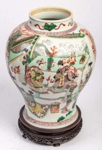 Potiche Famille verte à décor de personnages, 18/19ème siècle