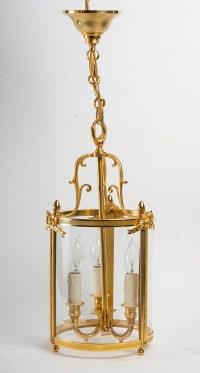 Paire de lanternes de style Louis XVI.