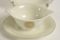 Jean LUCE (1895-1964) Partie de service de table en porcelaine blanche