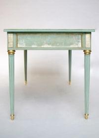 Petit bureau plat de style Louis XVI en laque céladon, circa 1950