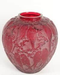"""René Lalique  Vase """"Perruches"""" rouge"""