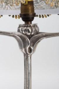 Lampe 1900 en métal argenté signée COLONNA