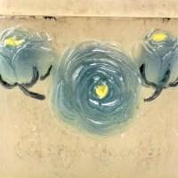 """Boîte """"Roses"""", """"Renonculus"""" pâte de verre turquoise, jaune et blanche de Gabriel ARGY-ROUSSEAU"""