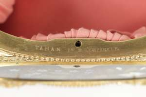 Coffret en marqueterie de marbre signé de Tahan