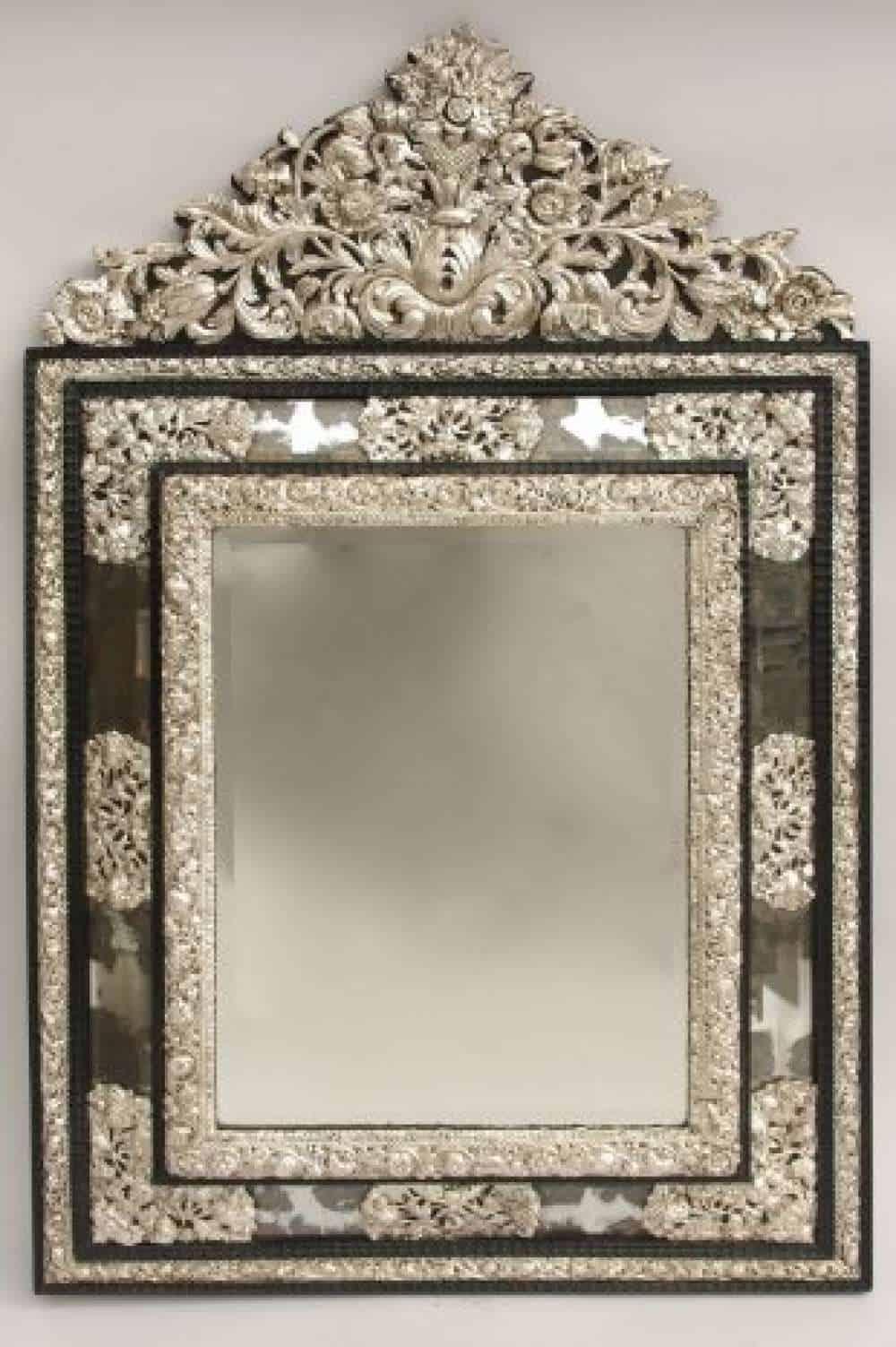 le march biron grand miroir pareclose de style louis xiv en laiton argent repouss dans le. Black Bedroom Furniture Sets. Home Design Ideas