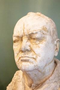 Buste de Winston Churchill en plâtre signé, F. Cogné 1948