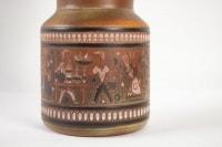 """René Maurel - Grand vase """"La Poterie"""" en faïence fine, à décor gravé et émaillé"""
