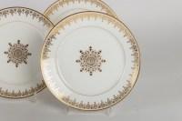 Douze assiettes et un présentoir de la Manufacture de Sèvres 1883