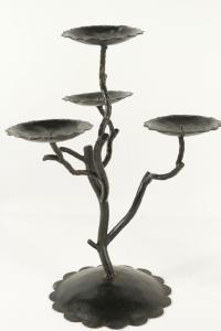 Paire de candélabres en métal peint du XXème siècle pour les bougies simulant des branchages d'arbres.