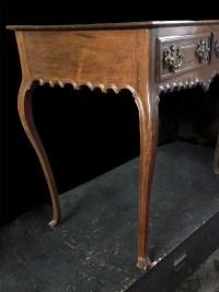 Table Console en palissandre mouluré reposant sur quatre pieds cambrés Portugal 18ème siècle