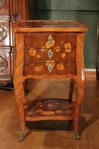 Table de salon en marqueterie de style Louis XV. XIX ème siècle.