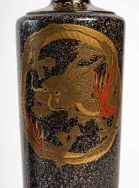 Paire de vases Japonais aux dragons en bois laqué