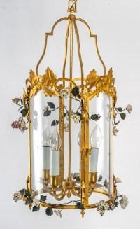 Lanterne de style Louis XV à décor de fleurs en porcelaine