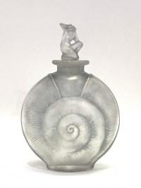 """Flacon """"Amphitrite"""" verre blanc patiné bleu-gris de René Lalique"""