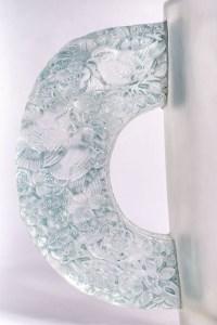 """Vase """"Pétrarque"""" verre blanc patiné bleu de René LALIQUE"""
