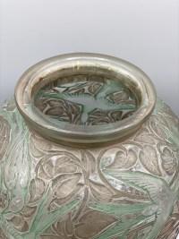 René LALIQUE : Vase « Martin Pêcheurs » Verre Blanc , Patine Sienne /Verte