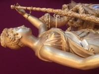 Invitation au Bonheur- Pendule-Borne en bronze ciselé et doré dédiée à Flore.Paris, Epoque Restauration.Vers 1820.