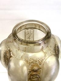 """Vase """"Six Figurines et Masques"""" verre blanc patiné sépia de René LALIQUE"""
