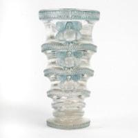 """Vase """"Saint Marc"""" verre blanc patiné bleu de René LALIQUE"""