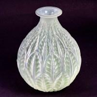 """Vase """"Malesherbes"""" verre opalescent double couche patiné vert de René LALIQUE"""