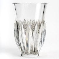 """Vase """"Gérardmer"""" verre blanc patiné gris de René LALIQUE"""