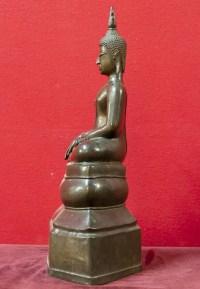 """Bouddha en bronze patine brune position """"Prise de la terre à témoin"""" 18e siècle"""